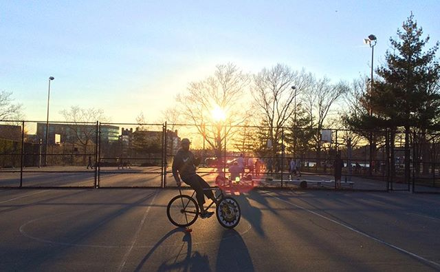 The weather has turned amazing and the off season court has provided in a huge way. #cambridgebikepolo #cambridgeport #harvard #bostonbikepolo #bikepolo #sunset #papifacil