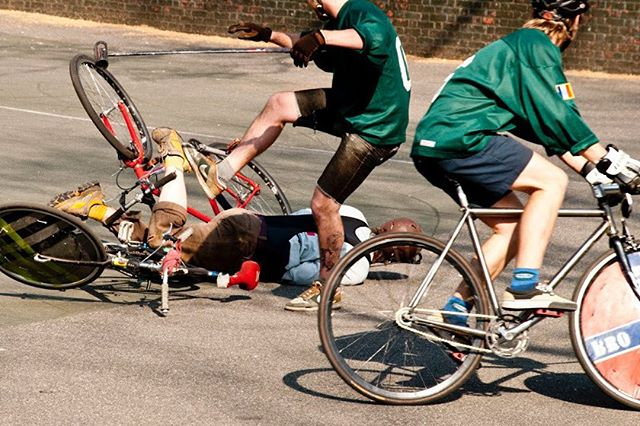 Rolling into Monday like.... Photo by Gus #bikepolo #thepit #benchminor #flagshipphoto #legitbikepolo #flatpedals